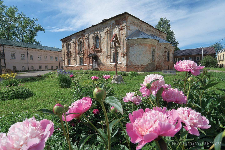 Введенский храм — главный храм обители