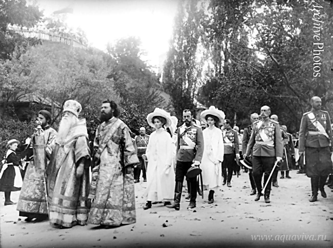 Николай II с семьей в Киево-Печерской лавре. Конец августа 1911 года