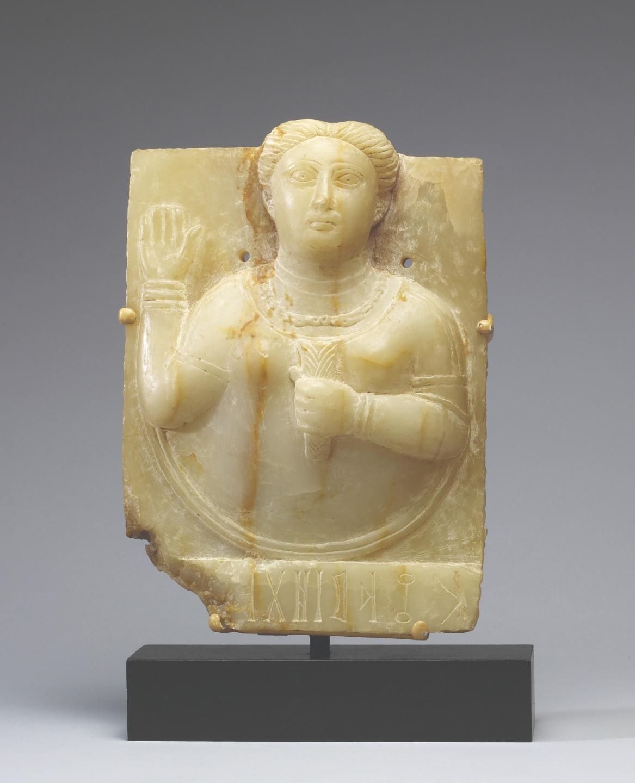 Алебастровая скульптура сабейской жрицы. I век до Р. Х.
