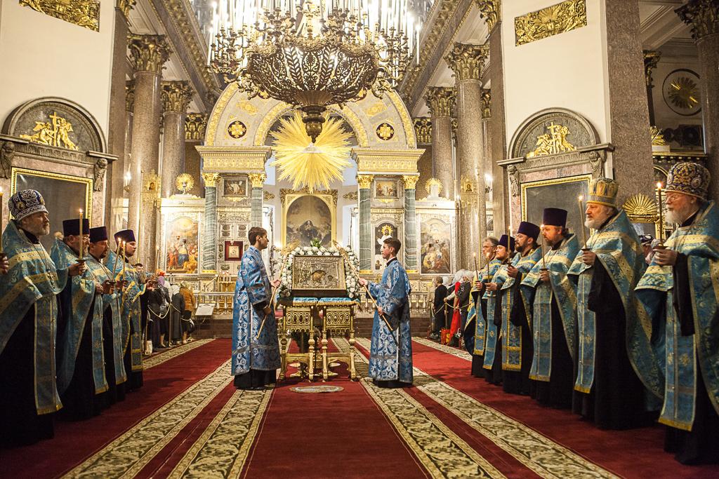 Богослужения в главном соборе Петербурга отличаются особой торжественностью