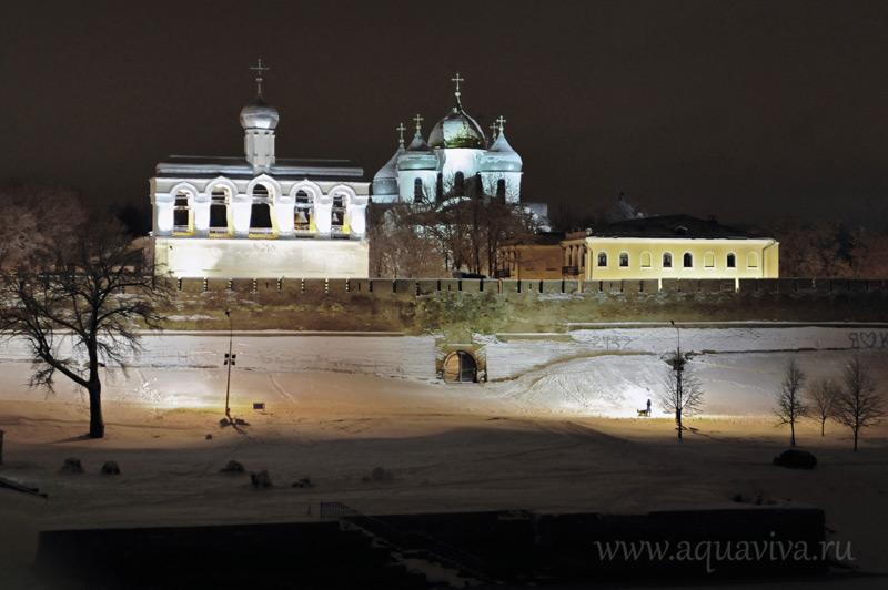 Новгородский Софийский cобор и звонница, с которой были сняты колокола