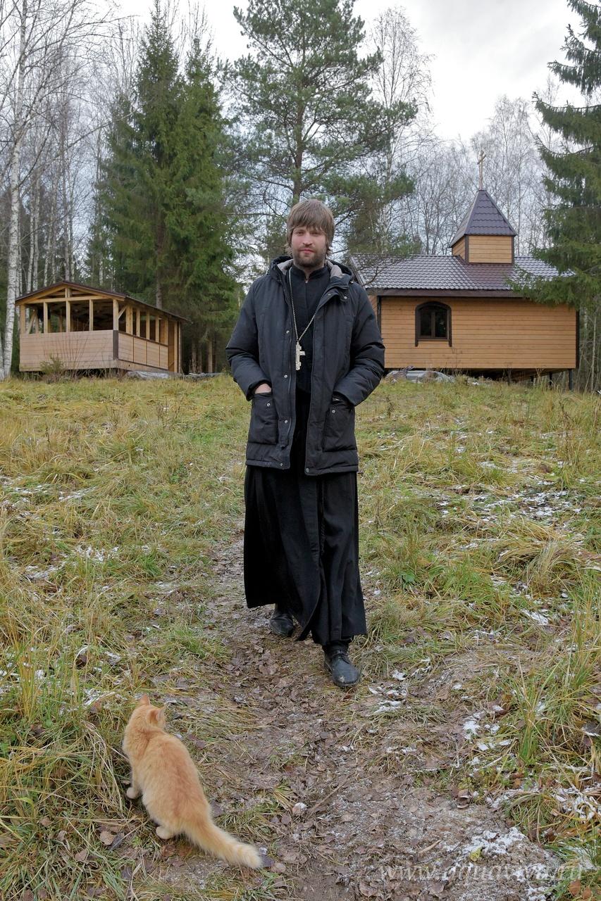 Окормляет реабилитационный центр иерей Сергий Ситников