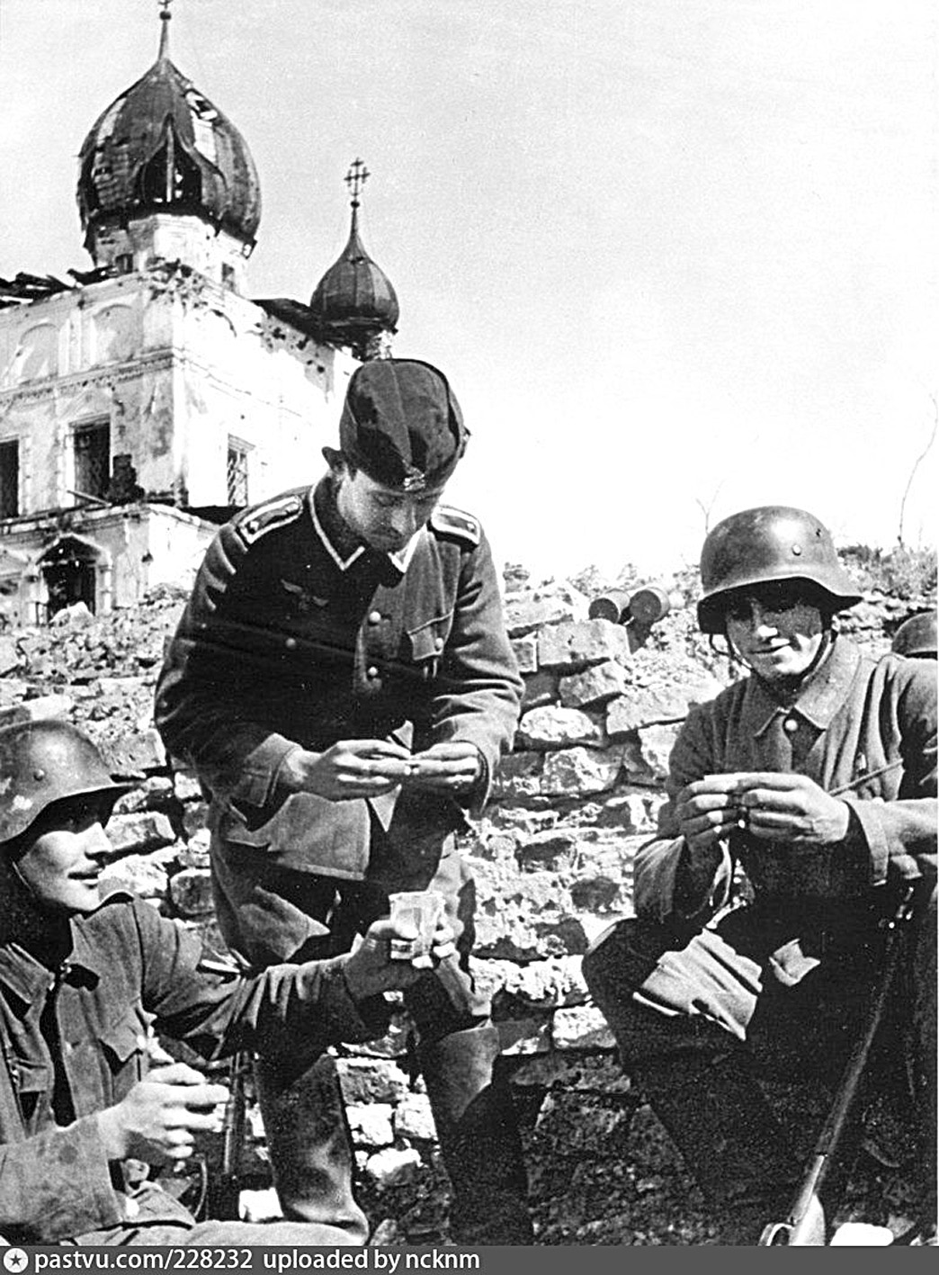 Солдаты Испанской дивизии у Кириллова монастыря. Новгород. 1941–1942 годы