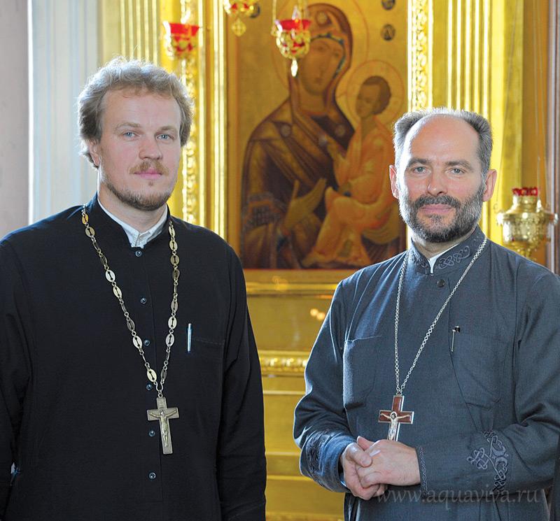 Слева - иерей Александр Прокофьев, на приходе отвечает за социальное служение, справа - протоиерей Георгий Шмид, ключарь собора