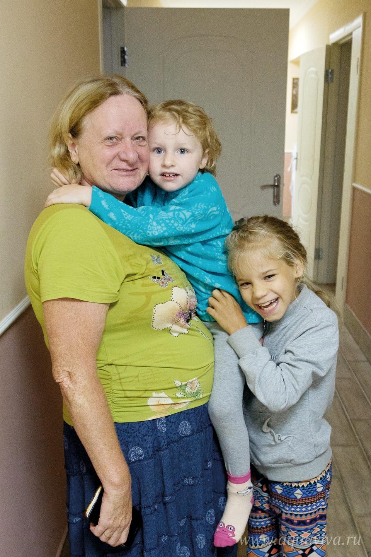Любовь Фокина приехала в Вехно вместе с тремя приемными дочерьми: Дашей, Любой и Ирой