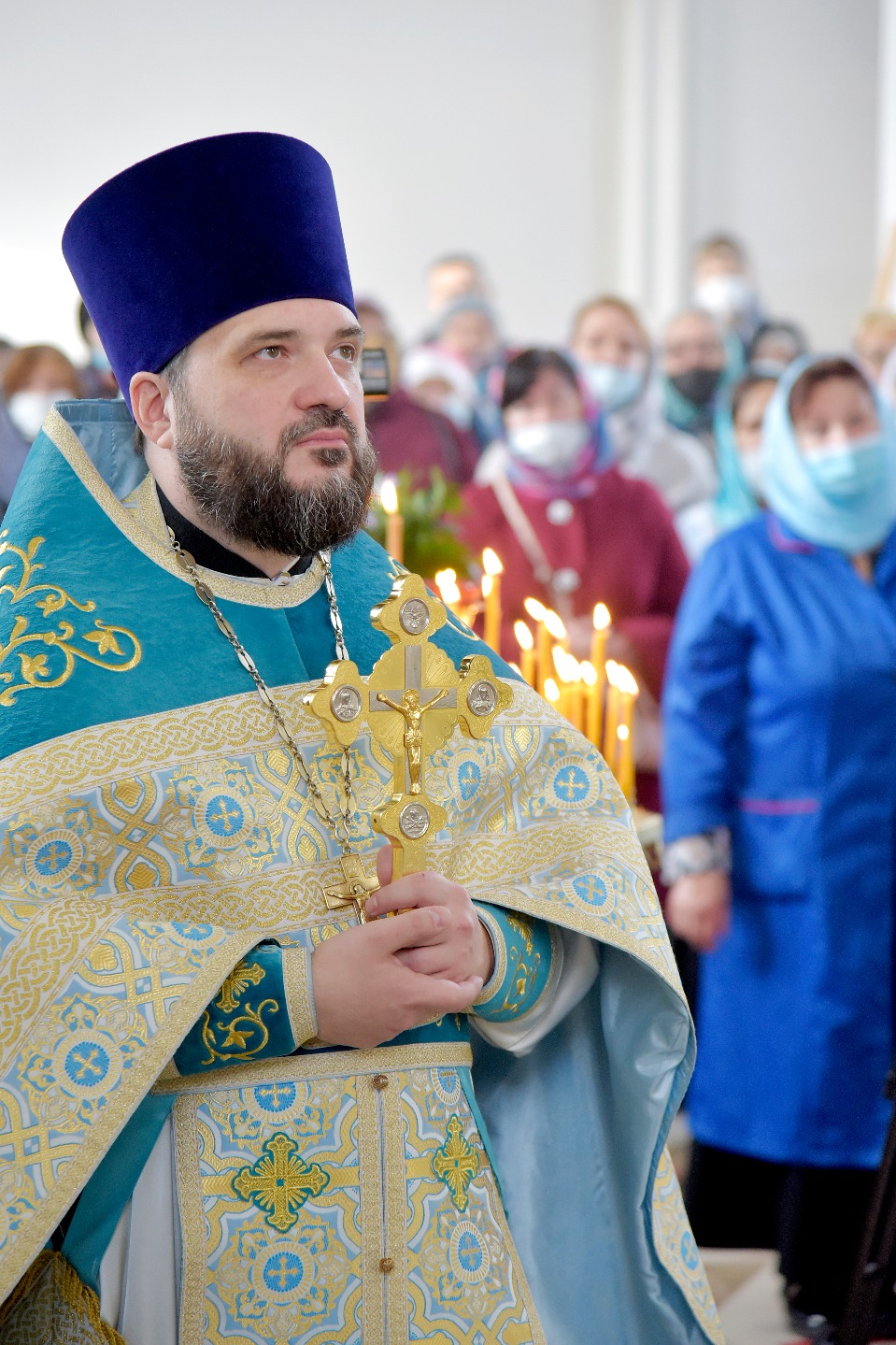 Настоятель храма протоиерей Алексий Скляров с вниманием относится к каждому прихожанину