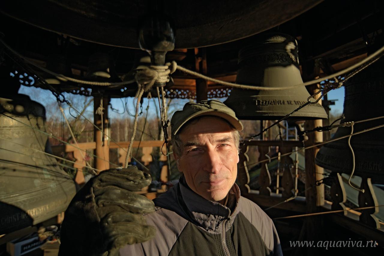 Звонарь Михаил Таюрский умеет вызванивать на колоколах молитвенные напевы