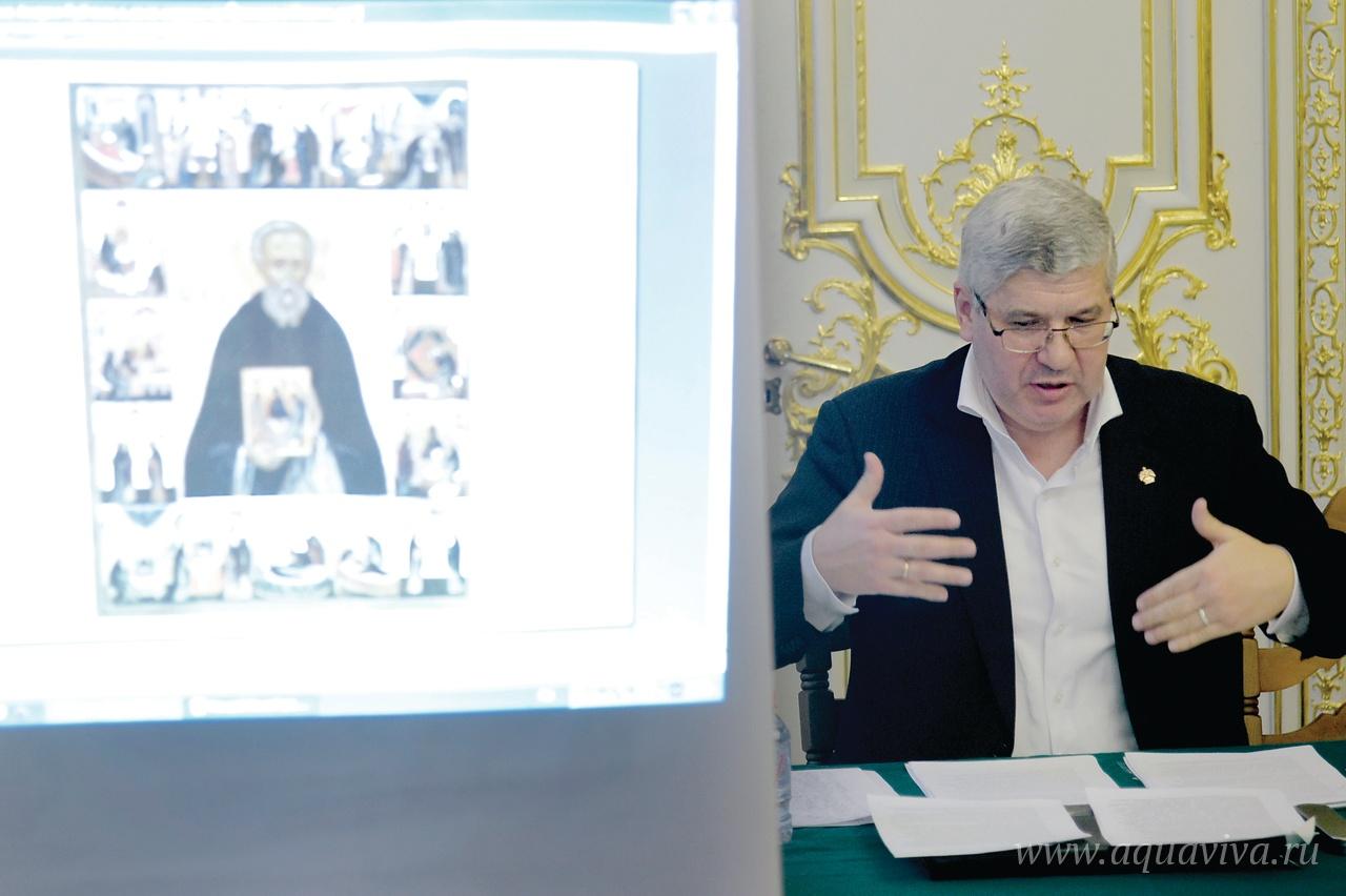 Академик Олег Ульянов выступает с докладом об Андрее Рублеве на VII Санкт-Петербургском культурном форуме