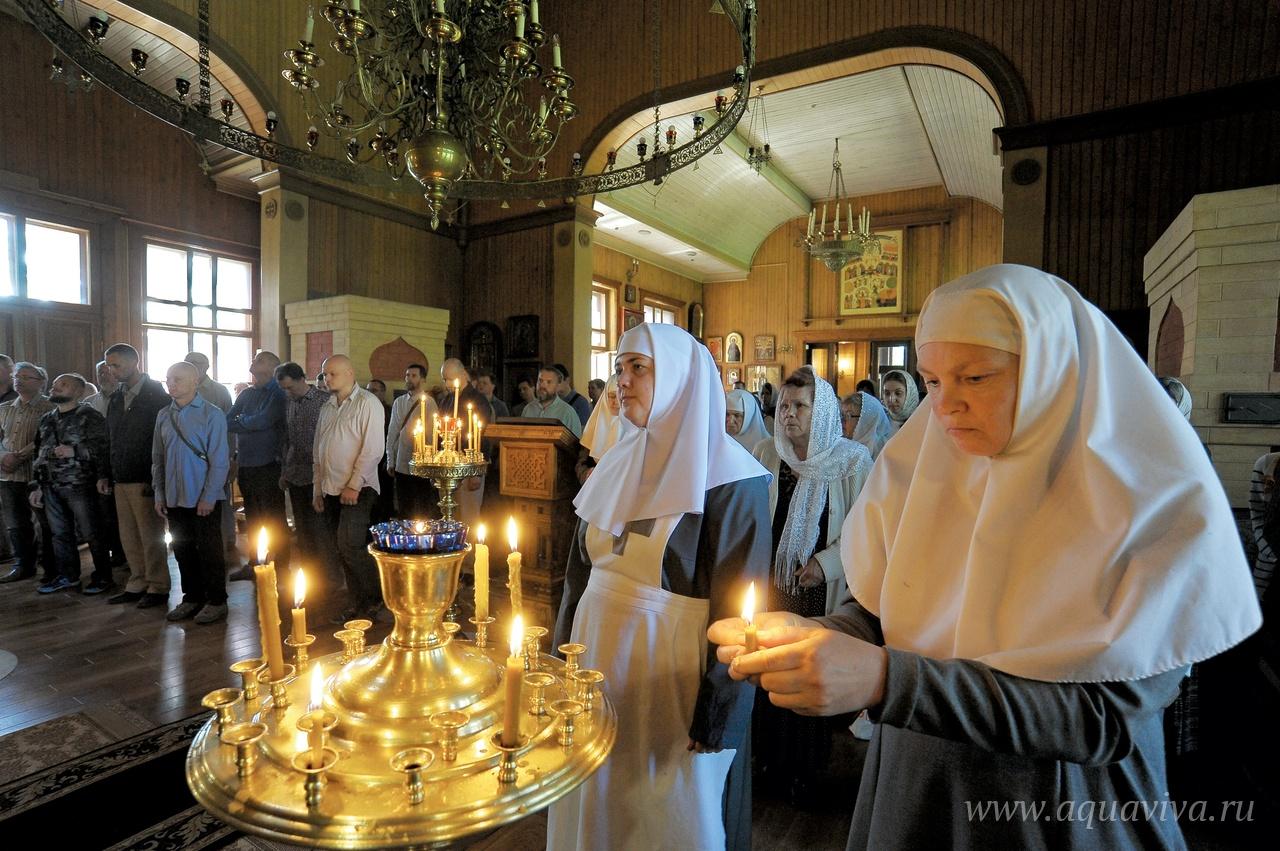 18 лет при храме действует сестричество «Обитель Веры и Милосердия». Сестры не только ухаживают за больными, но и несут послушания на приходе