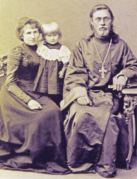 Протоиерей Николай Розов с семьей