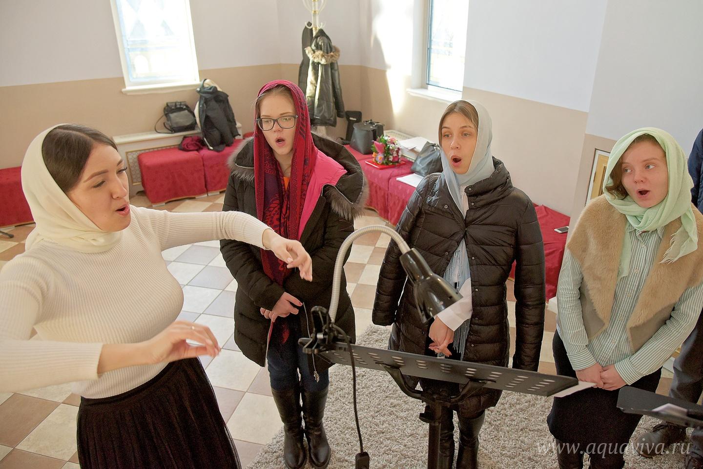 Регент Жанна Кикта требует от любительского хора профессионального подхода к пению