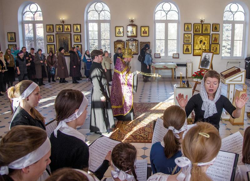 Детский хор воскресной школы часто поет на богослужениях в храме