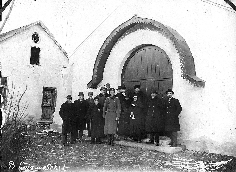 Перед освящением Троицкого храма РПЦЗ в Белграде. 26 декабря 1924 года. В центре – П.Н. Врангель