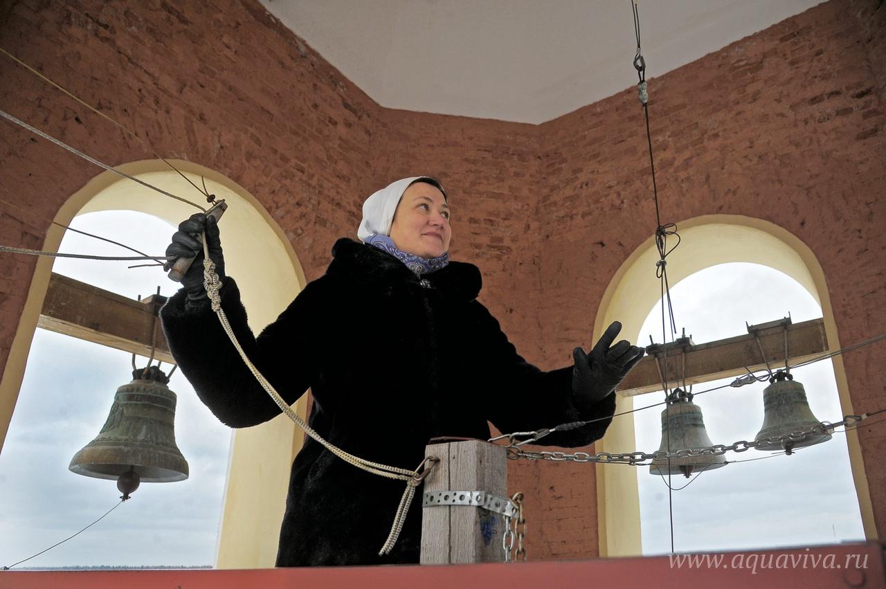 Одно из послушаний сестры Екатерины Доценко — звонить в колокола к службе