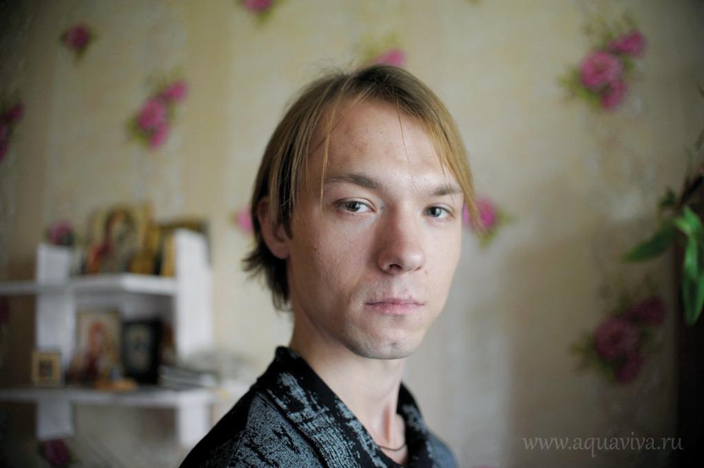 Максим Новиков — незаменимый помощник, колоть инсулин бабе Нине — его обязанность