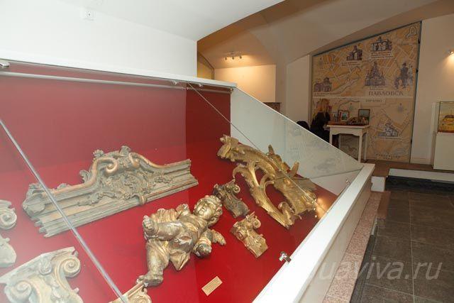 Фрагменты резьбы, найденные при раскопках на месте взрыва