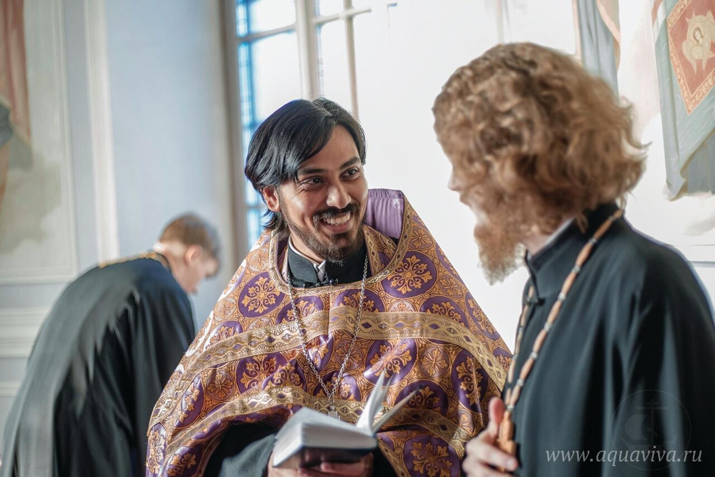В России отец Климент подружился со многими священниками и мирянами