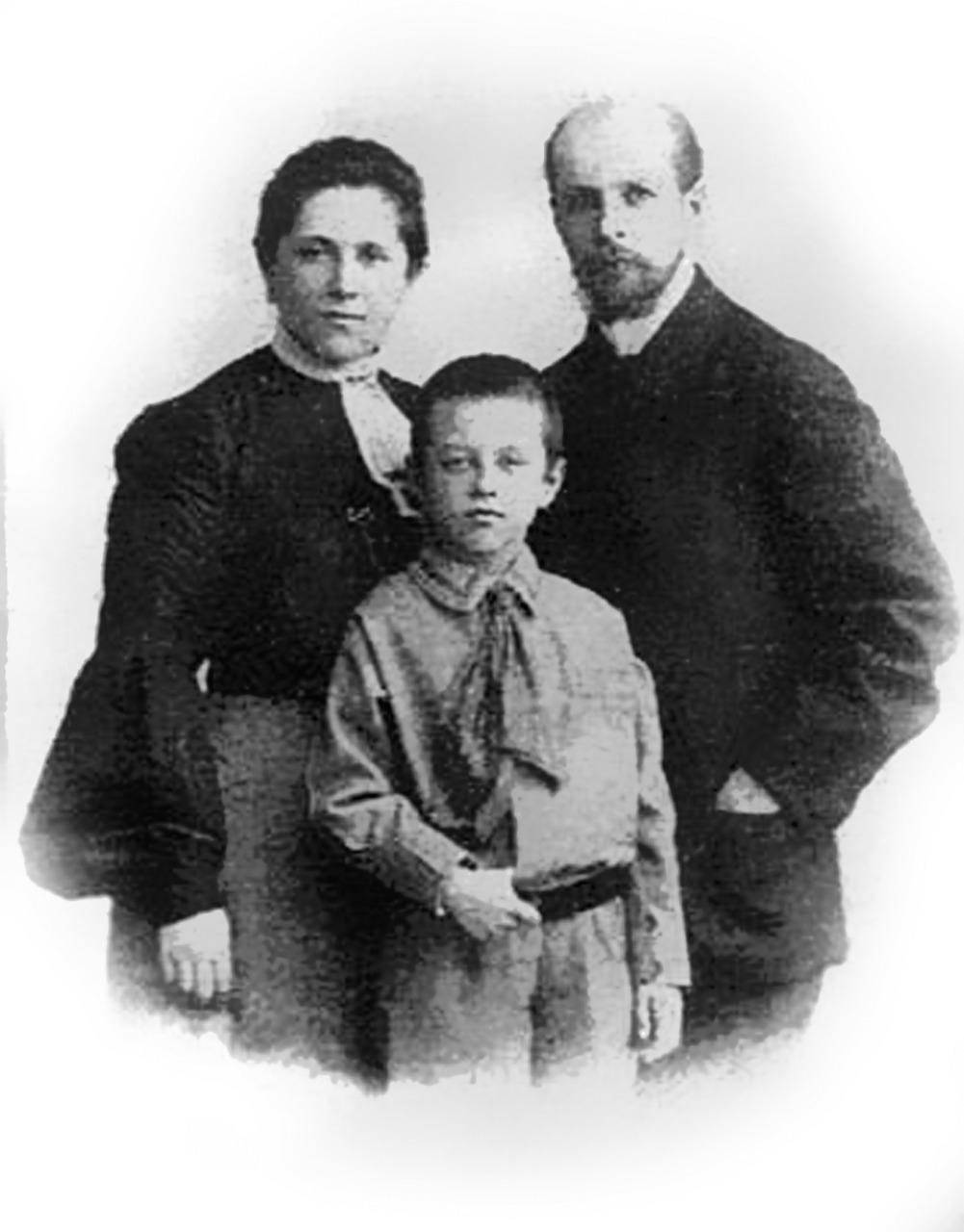 Купец Василий Муравьев с семьей