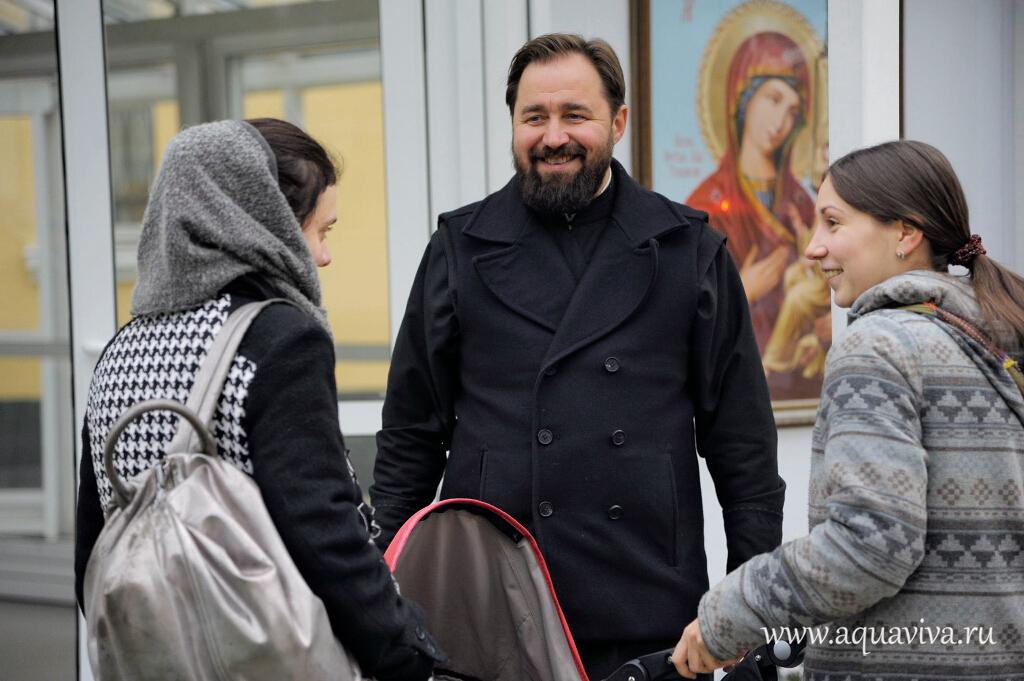 Протодиакон Пётр Стукал сумел объединить приходскую молодежь.