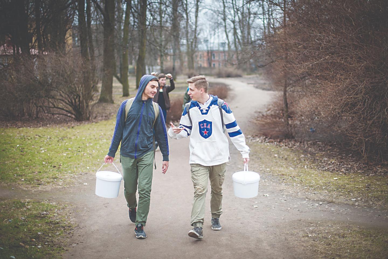 Студенты доставляют продукты для Покровской общины