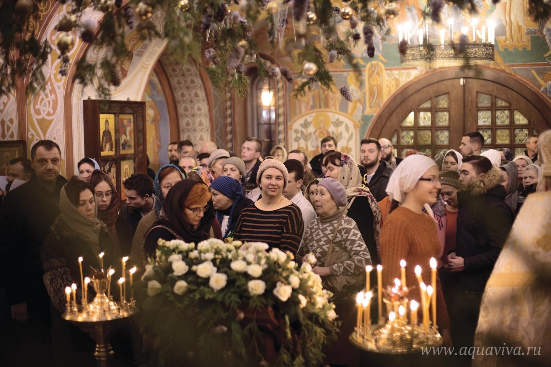 Прихожане приезжают в Тярлево из разных районов Петербурга