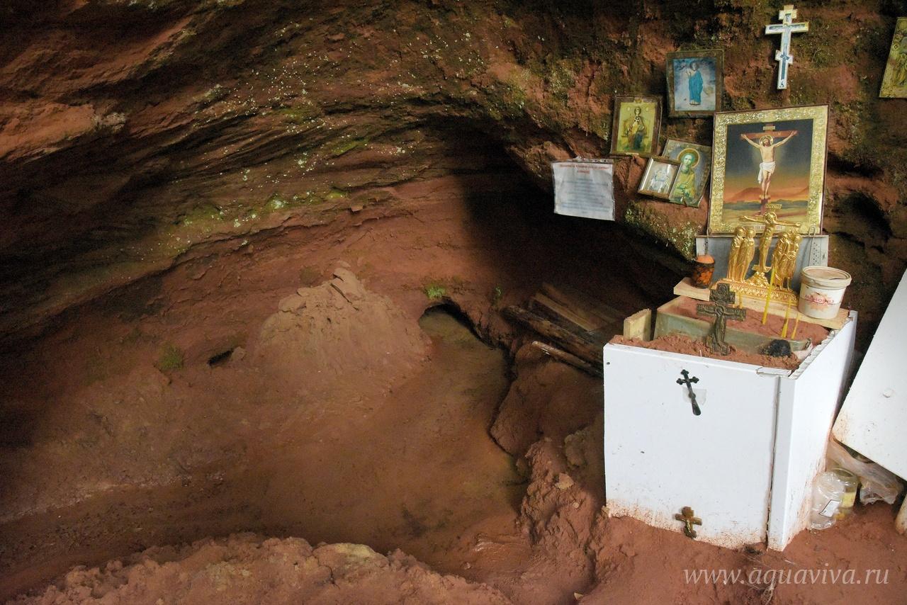Главная достопримечательность Клескуш — старый родник, пробивающийся из толщи красных песчаников девонского периода.
