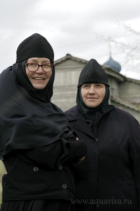 Монахини Феофания (Сметанина) (слева) и Иоанна (Борисова) — единственные насельницы Пятогорской обители