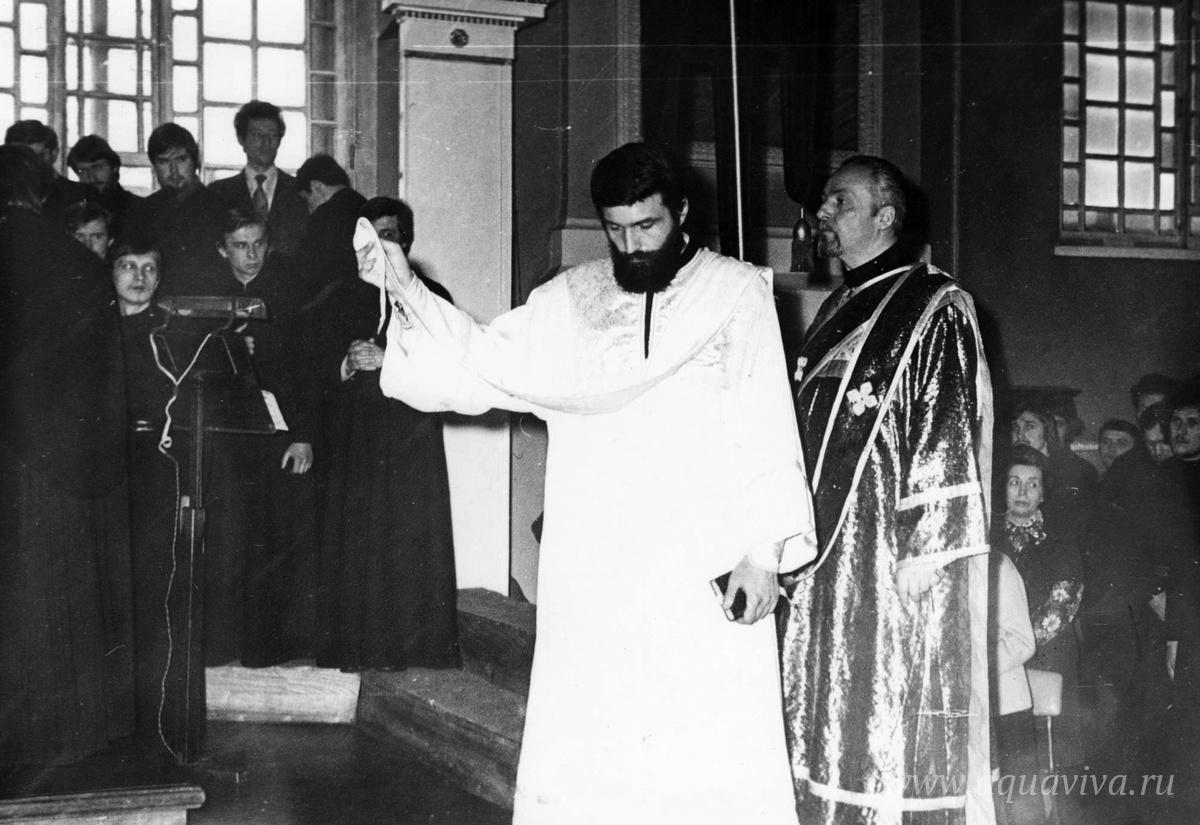 Первая ектения новорукоположенного иеродиакона Ианнуария в храме святого Иоанна Богослова Санкт-Петербургской духовной академии 18 марта 1979 года
