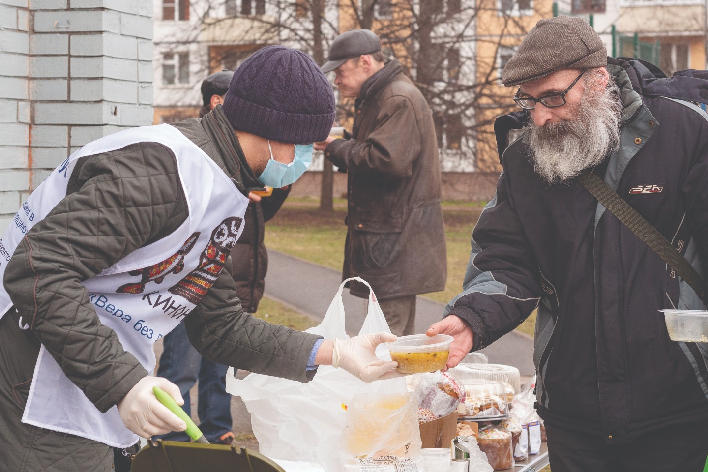 Холодной весной горячие обеды спасали бездомных, лишившихся последнего дохода от сдачи стеклотары