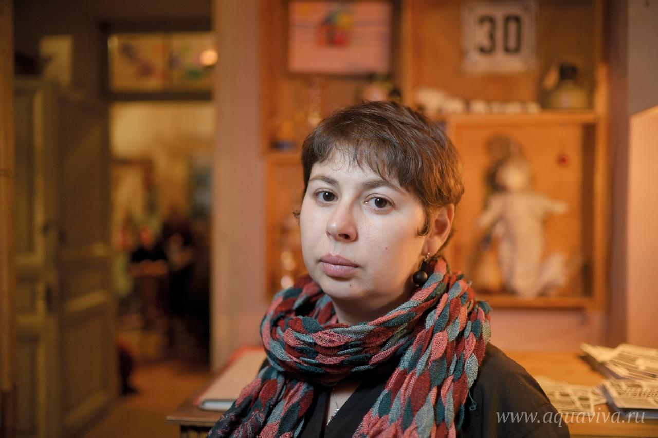 Продюсер Нина Пархомовская рассказывает, что кроме спектаклей в «Квартире» проходят и образовательные лекции