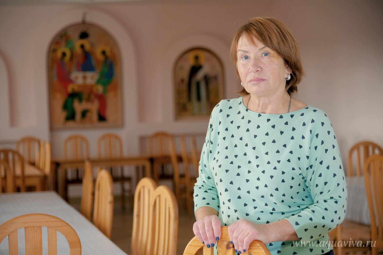 Прихожанка Людмила Орда помогает на кухне