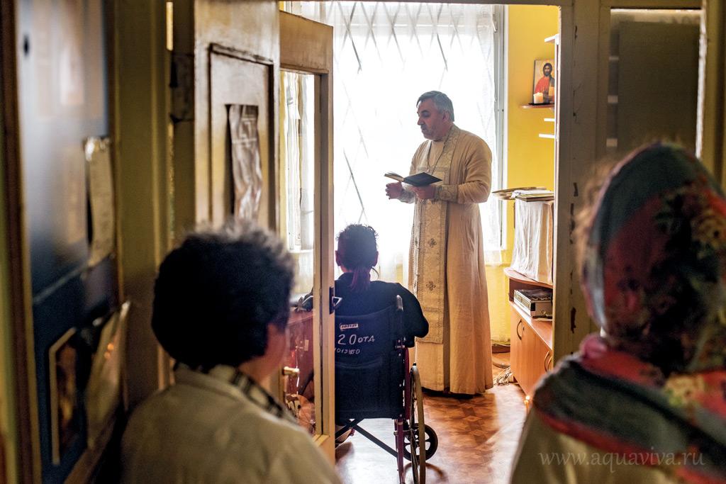В комнате молитвы и отдыха в честь блаженной Ксении Петербургской многие пациенты впервые слышат слово Божие