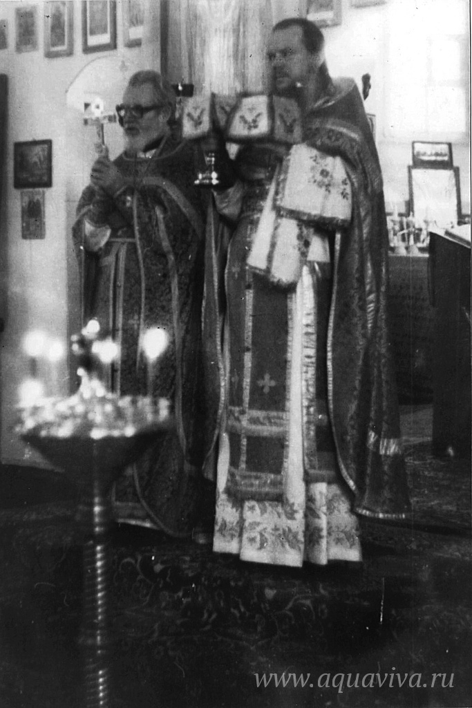В первой половине 90-х отец Иоанн служил в Ополье под началом архимандрита Гурия, своего бывшего ученика