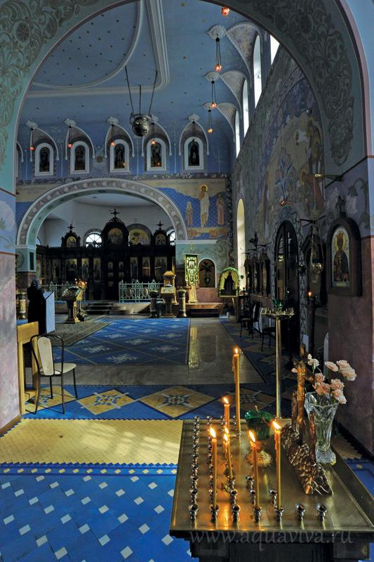 Интерьер храма восстановили в историческом неорусском стиле
