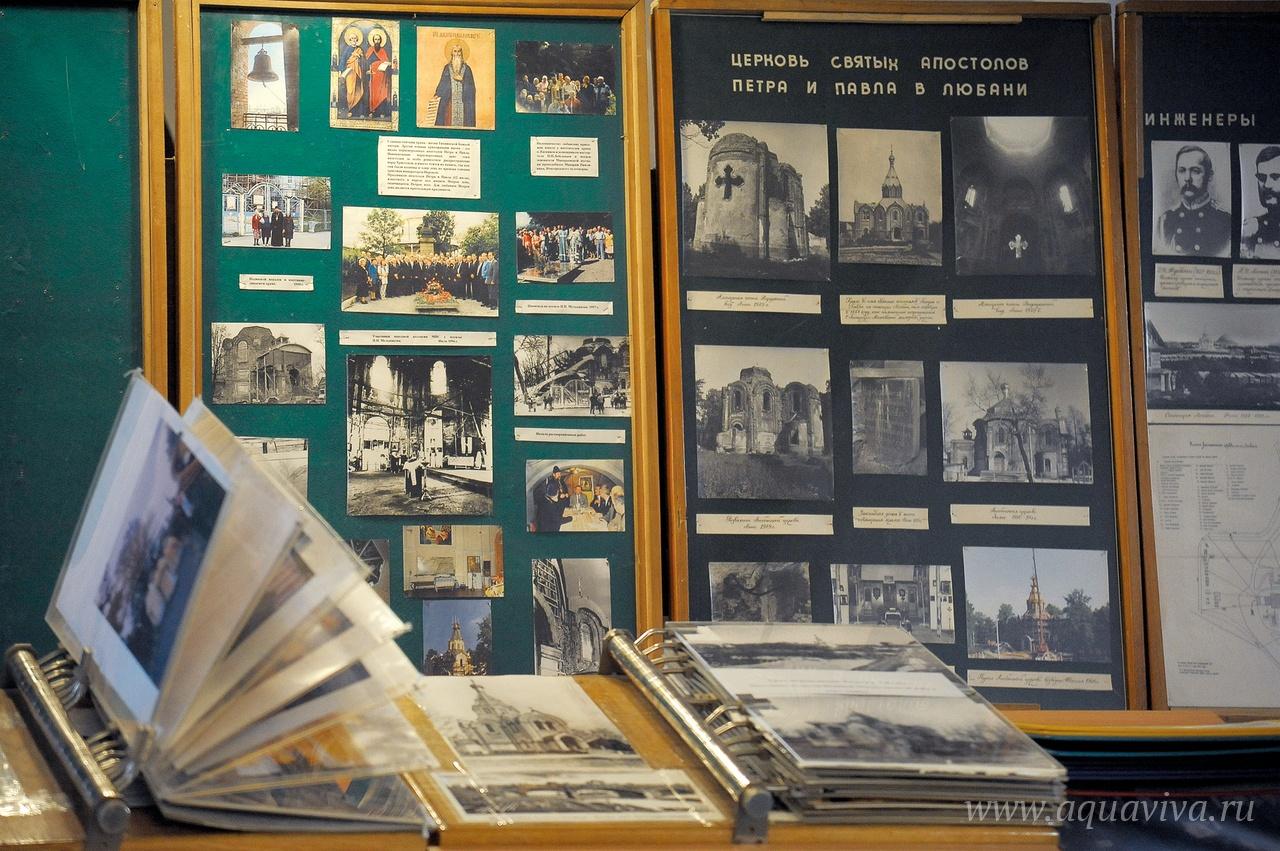В крипте храма размещен небольшой музей истории прихода