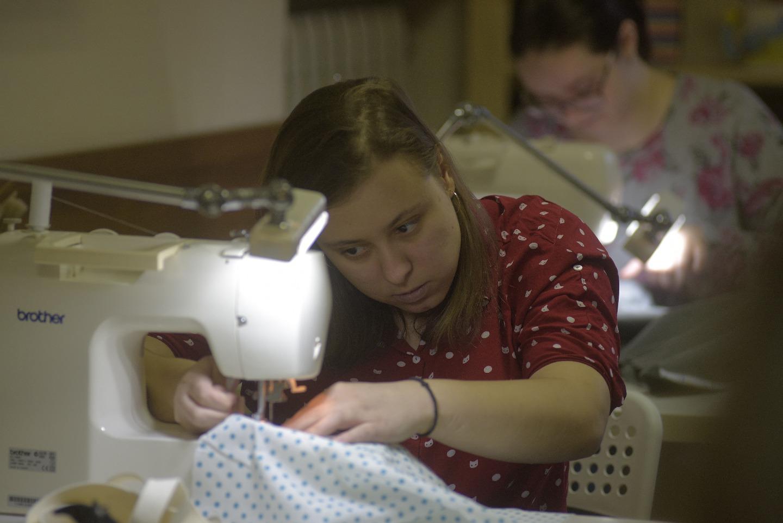 В швейной мастерской несколько учениц, и все знакомы друг с другом еще с детского дома