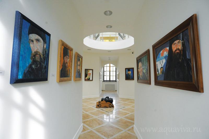 Сейчас в Центре представлена выставка портретов Валаамских насельников кисти Татьяны Гавриленко