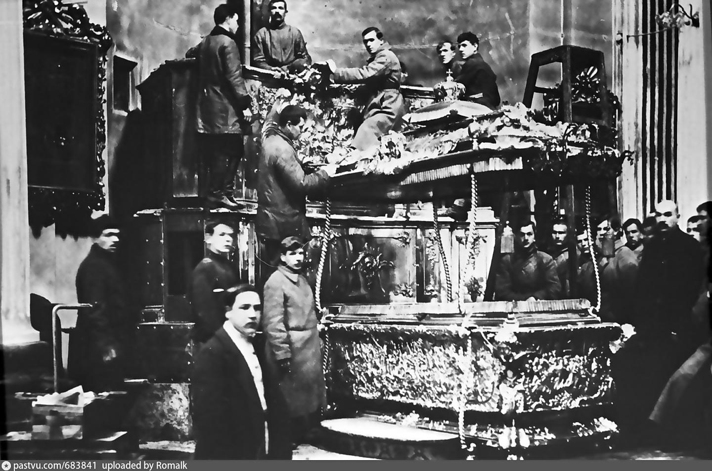 Вскрытие мощей Александра Невского. 1922 год