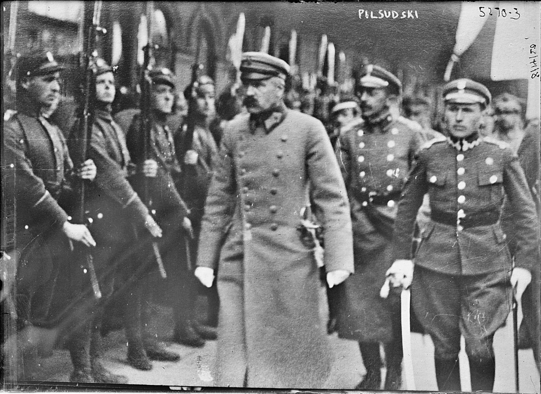 Юзеф Пилсудский производит смотр Войска польского в занятом Минске. 1919 год