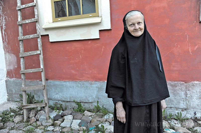 Монахиня Анфиса (Большакова) занимается с детьми из детских домов