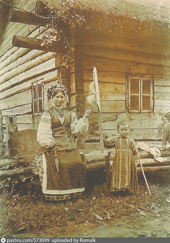 Белорусская крестьянка с ребенком. Деревня Лучники (Минская губерния). 1912 год