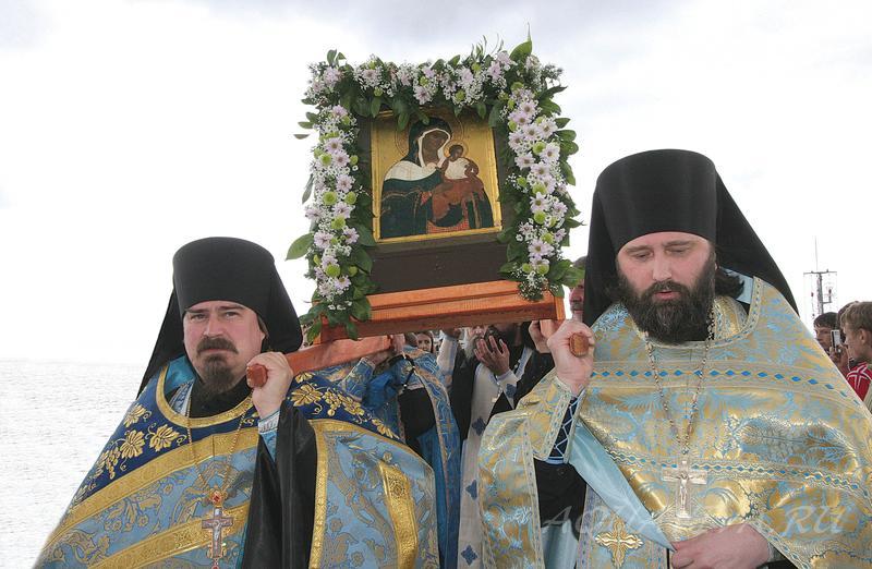 Встреча прибывшей из Финляндии чудотворной Коневской иконы Божией Матери. Остров Коневец, 22 июля 2006 года