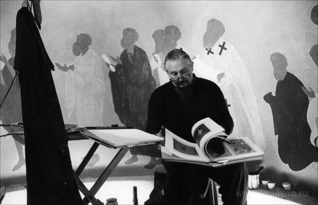 Отец Ефрем — иконописец. 1999 год