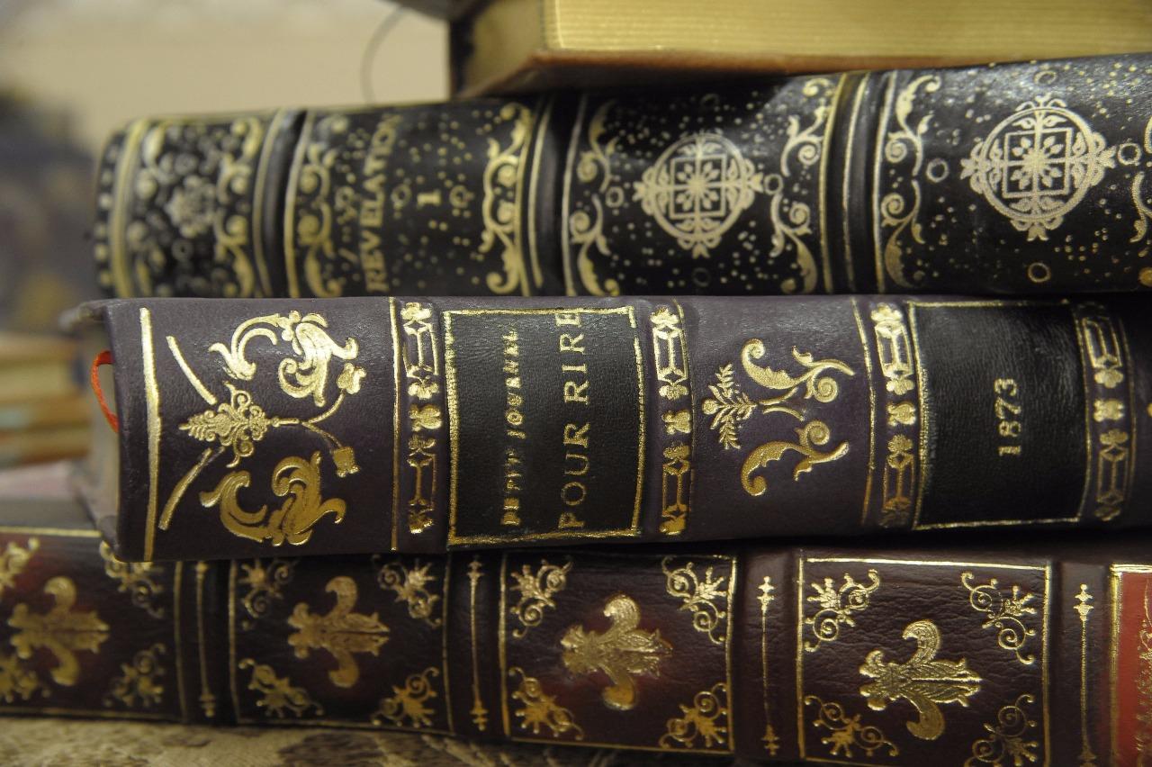 Соблюдение технологии всех этапов книжного переплета — гарантия долгой жизни книги