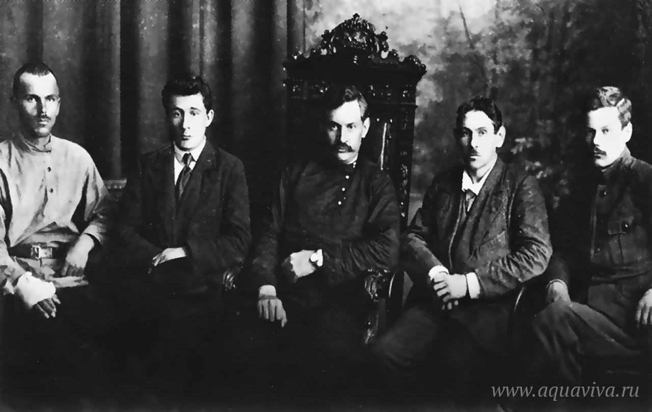Комуч первого состава — И.М. Брушвит, П.Д. Климушкин, Б.К. Фортунатов, В.К. Вольский (председатель) и И.П. Нестеров. Лето 1918 года