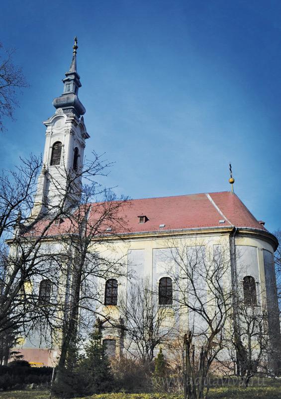 Храм Святой Троицы в Мишкольце известен своим большим иконостасом