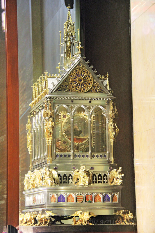 В базилике святого Стефана, крестителя Венгрии, хранится рака с его десницей