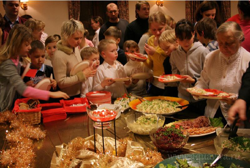 Традиционной рождественской едой в Финляндии являются запеканки картофельная и брюквенная