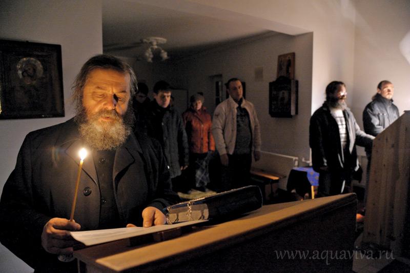 Вечернее молитвенное правило в храме иконы Божией Матери «Неупиваемая Чаша» на подворье