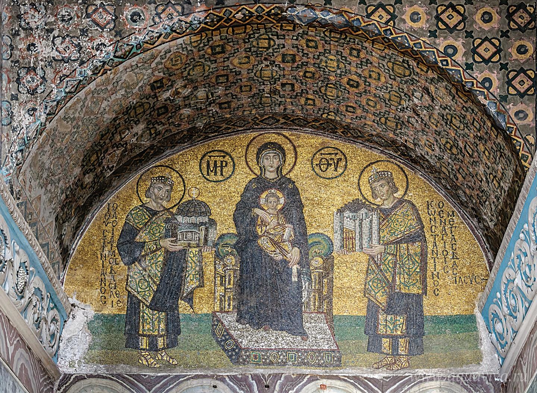 Императоры Константин и Юстиниан предстоят пред Богородицей. Мозаика храма Святой Софии. Константинополь. X век